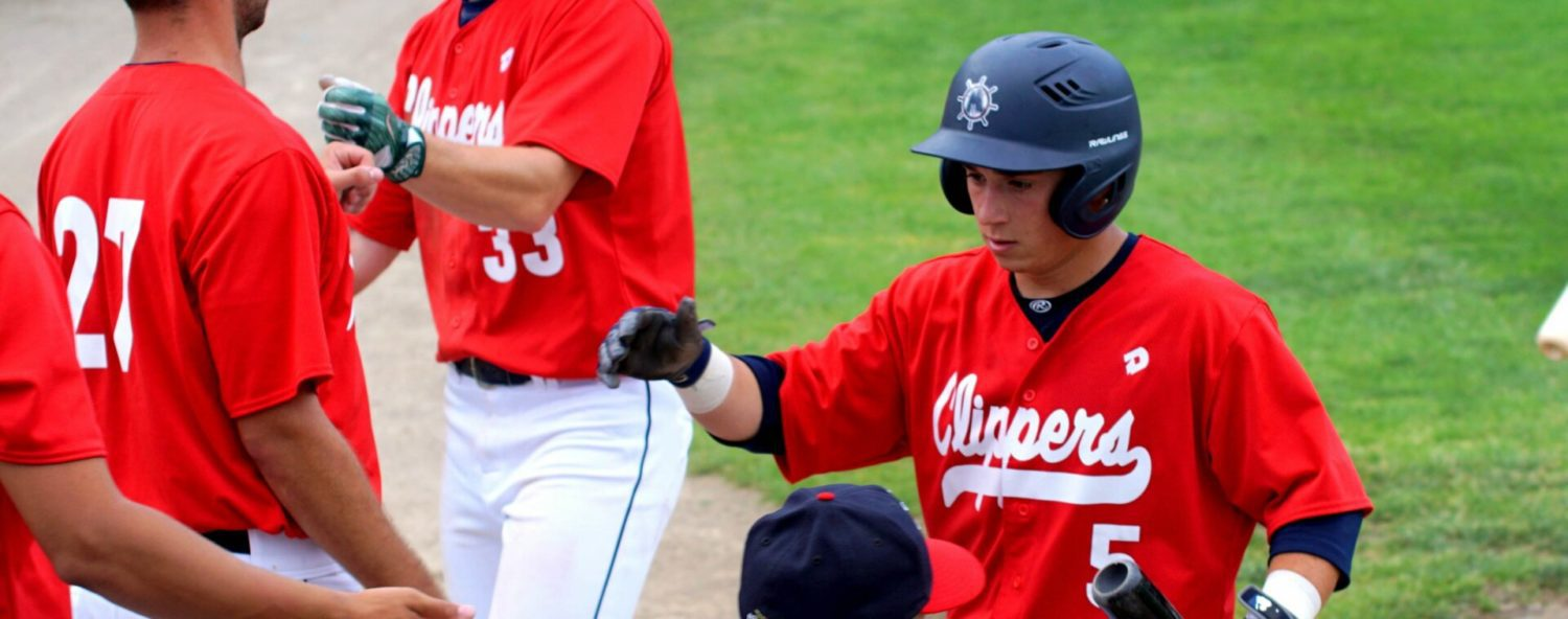 Muskegon Clippers waste an early three-run lead, fall 9-6 to the Grand River Loggers