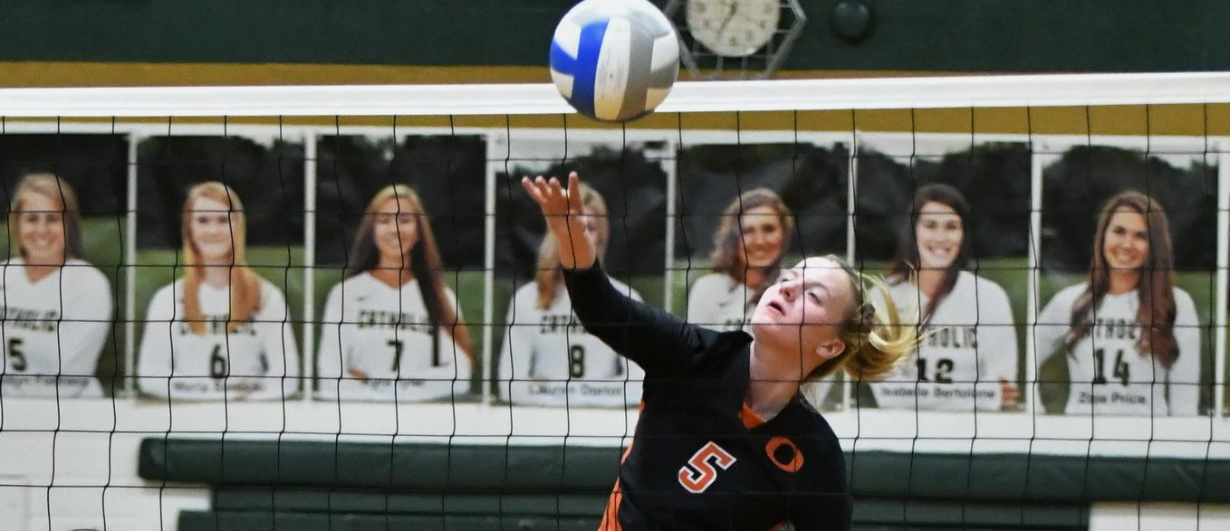 Ludington volleyball team rallies to beat MCC, take first place in Lakes 8