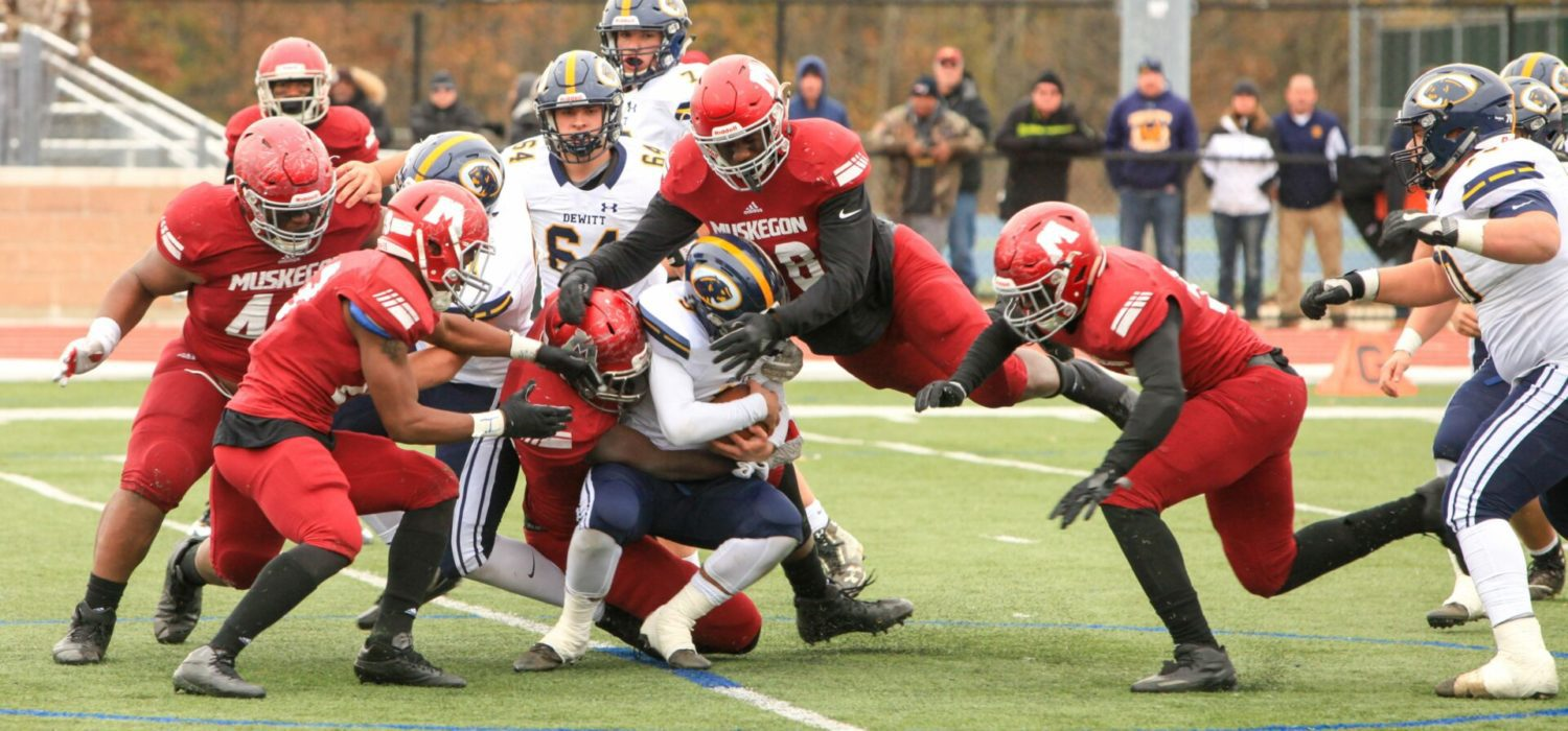 Big Reds remain dominant in Division 3 regional football finals, race past Dewitt 49-0