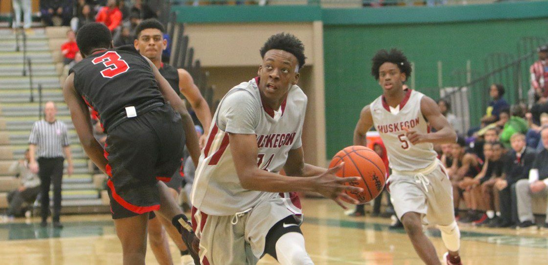 Saucier's buzzer-beater gives Big Reds an exciting 63-61 win over East Kentwood