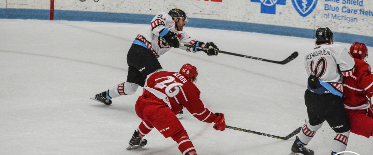 Lumberjacks fight back from three-goal deficit, but still come up short in a 5-4 loss