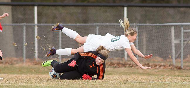 Reeths-Puffer girls soccer team gets hot in second half, pulls away from WMC 4-1