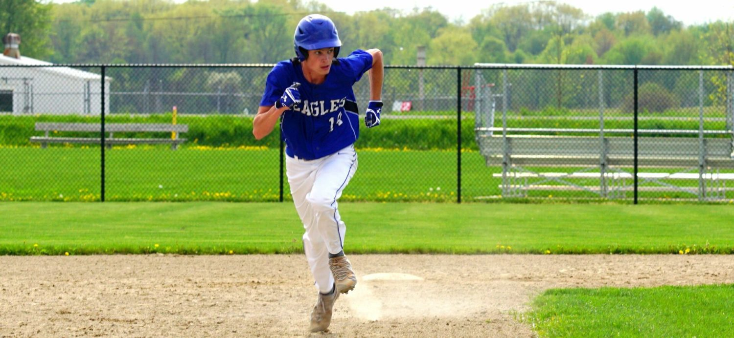 Oakridge baseball team sneaks past Ravenna twice, clinches share of conference championship