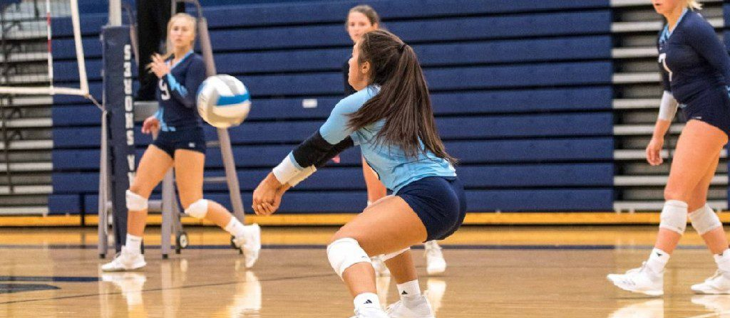 Young Mona Shores volleyball squad rallies for a five-set win