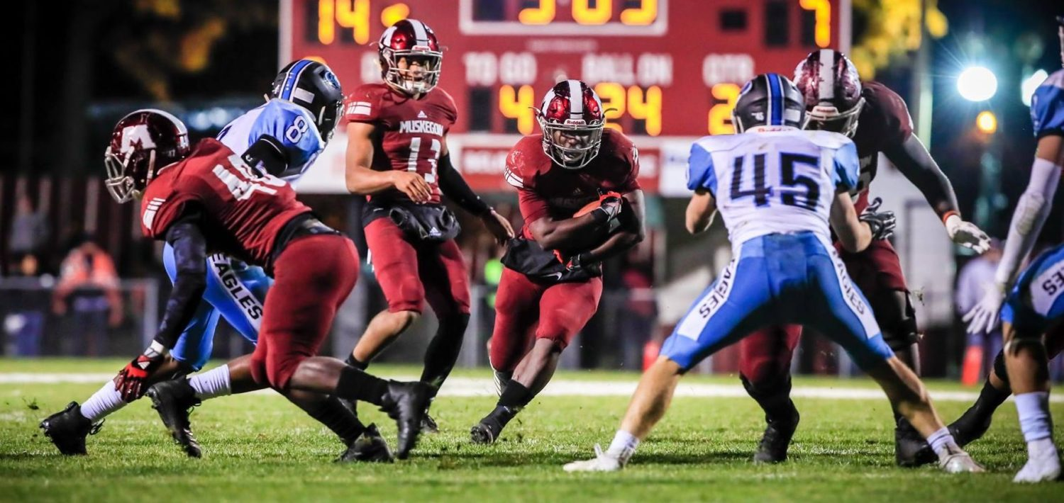 Martinez rushes for 301 yards, Big Reds plow their way into state quarterfinals