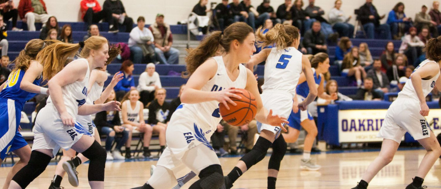 Oakridge girls extend their conference winning streak with a win over MCC