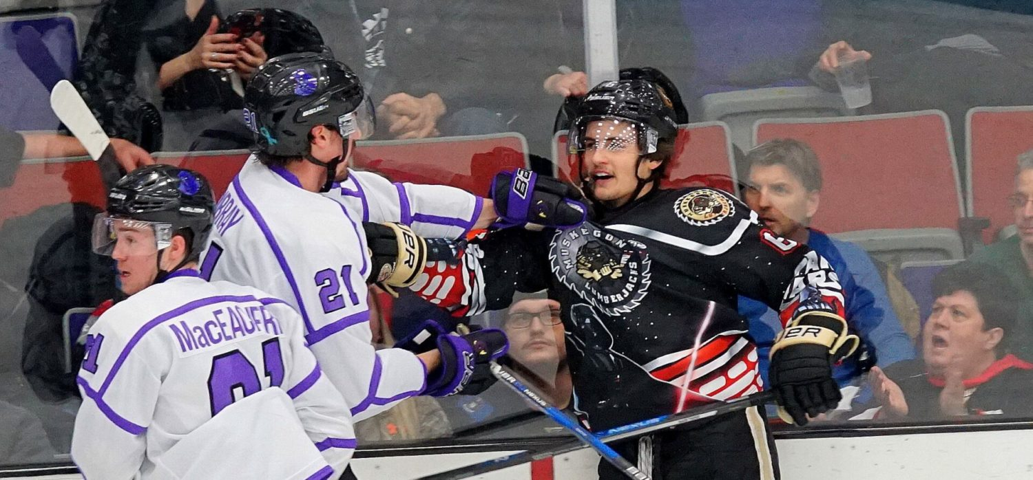 Lumberjacks lay an egg in front of sellout crowd, fall 5-1 to Youngstown Phantoms