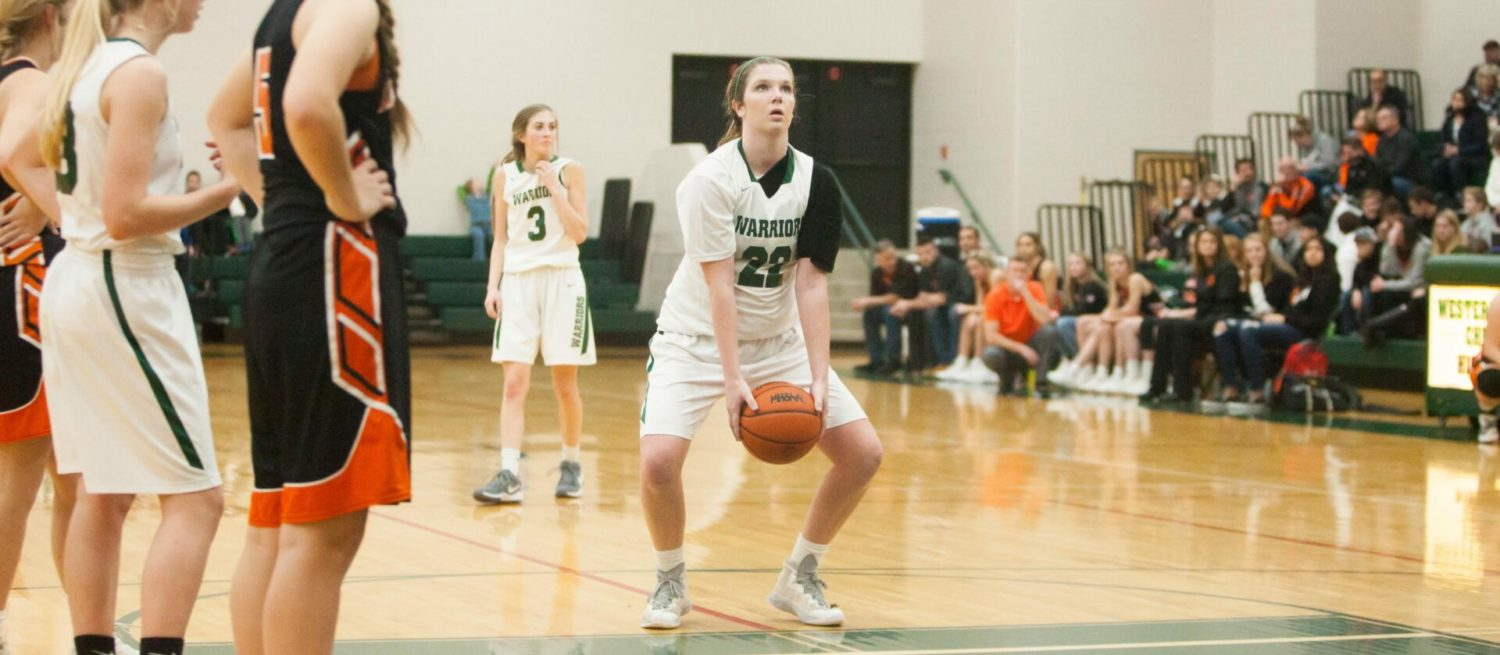 WMC's Sytsema pushes through pain, shoots underhand free throws, to help her team keep winning