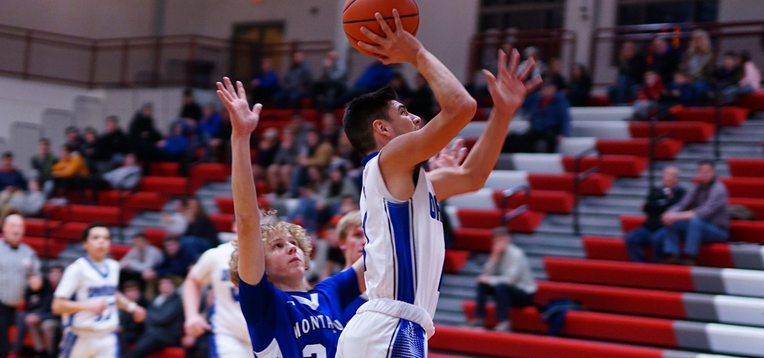 Ruel gets hot in the fourth quarter, propelling Oakridge past Montague in D2 district opener