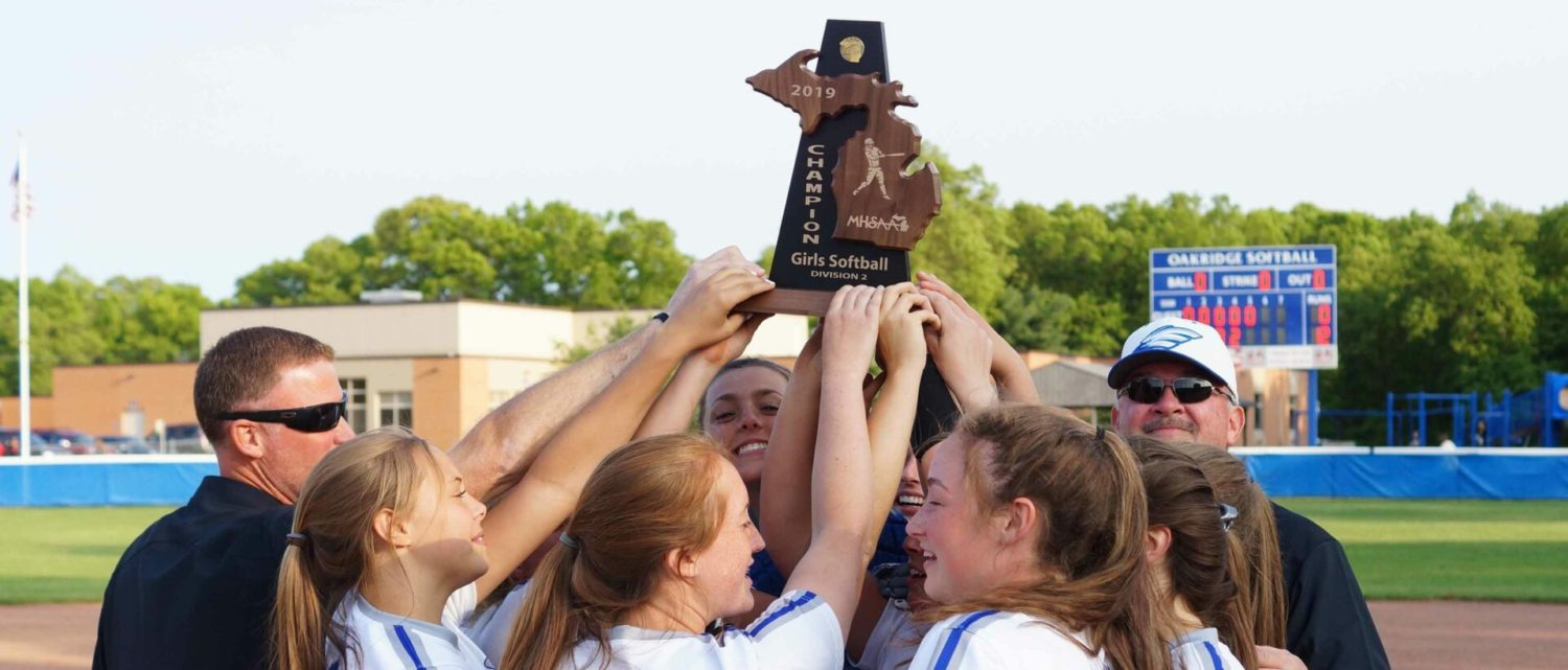 Oakridge softball team continues to soar with an easy district title win over OV