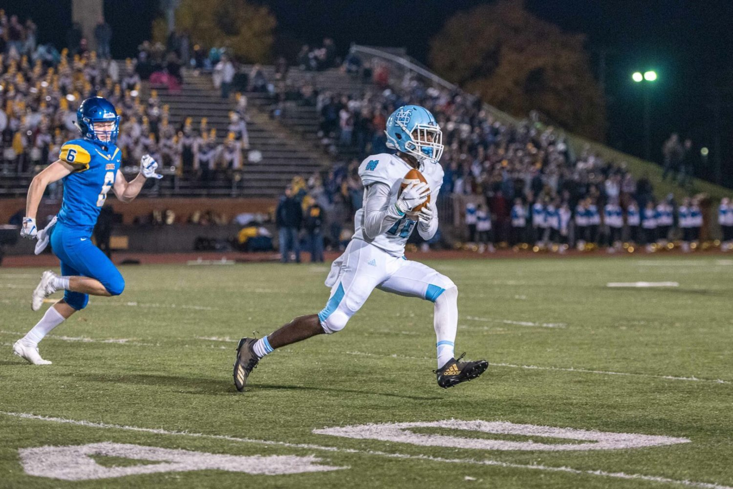 Mona Shores rallies from halftime deficit, beats Midland 20-13 in playoff opener
