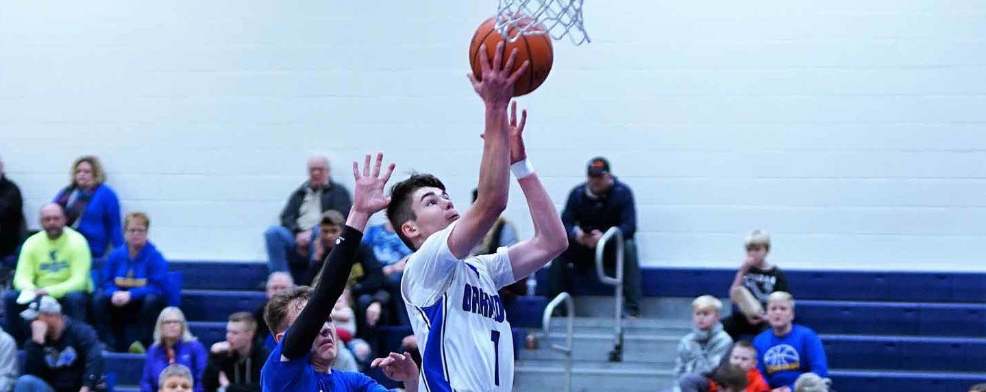 Oakridge boys basketball squad overcomes double-digit deficit, defeats Mason CC