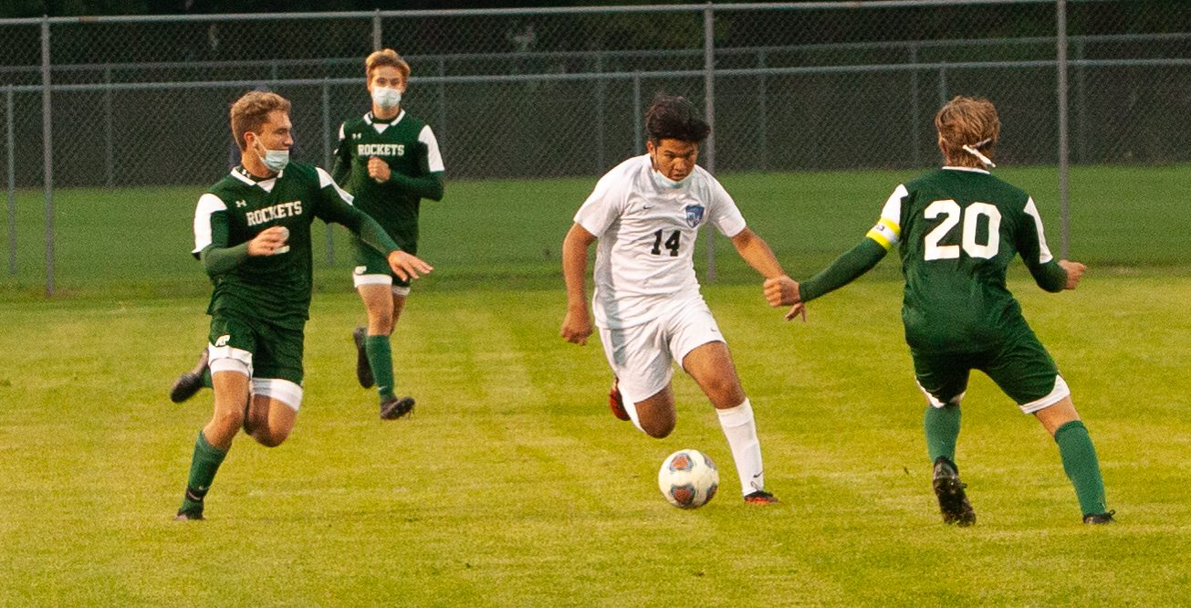 Mona Shores soccer team wins delayed season opener in style, 4-0 over host Reeths-Puffer