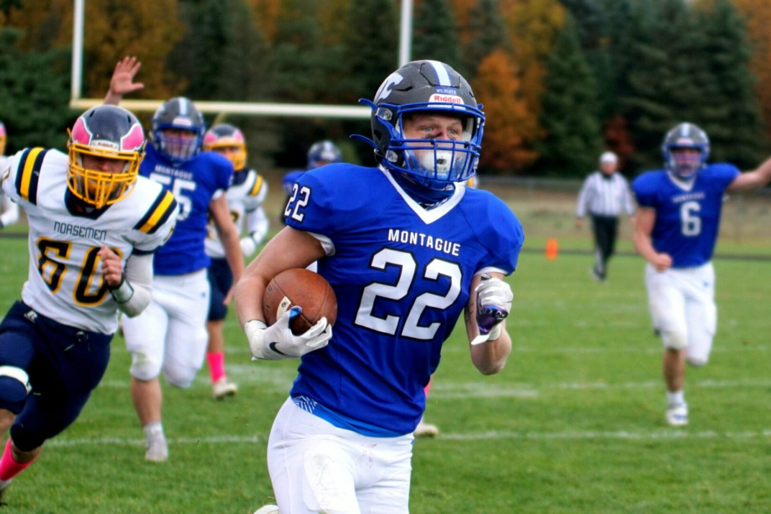 Everett scores 4 TDs as Montague blasts North Muskegon 41-13, clinches conference championship