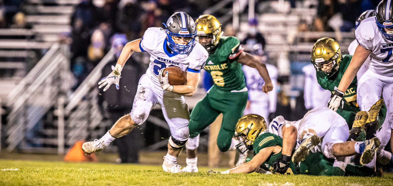 Top-ranked Montague turns district championship showdown into an easy win, 36-7 over MCC