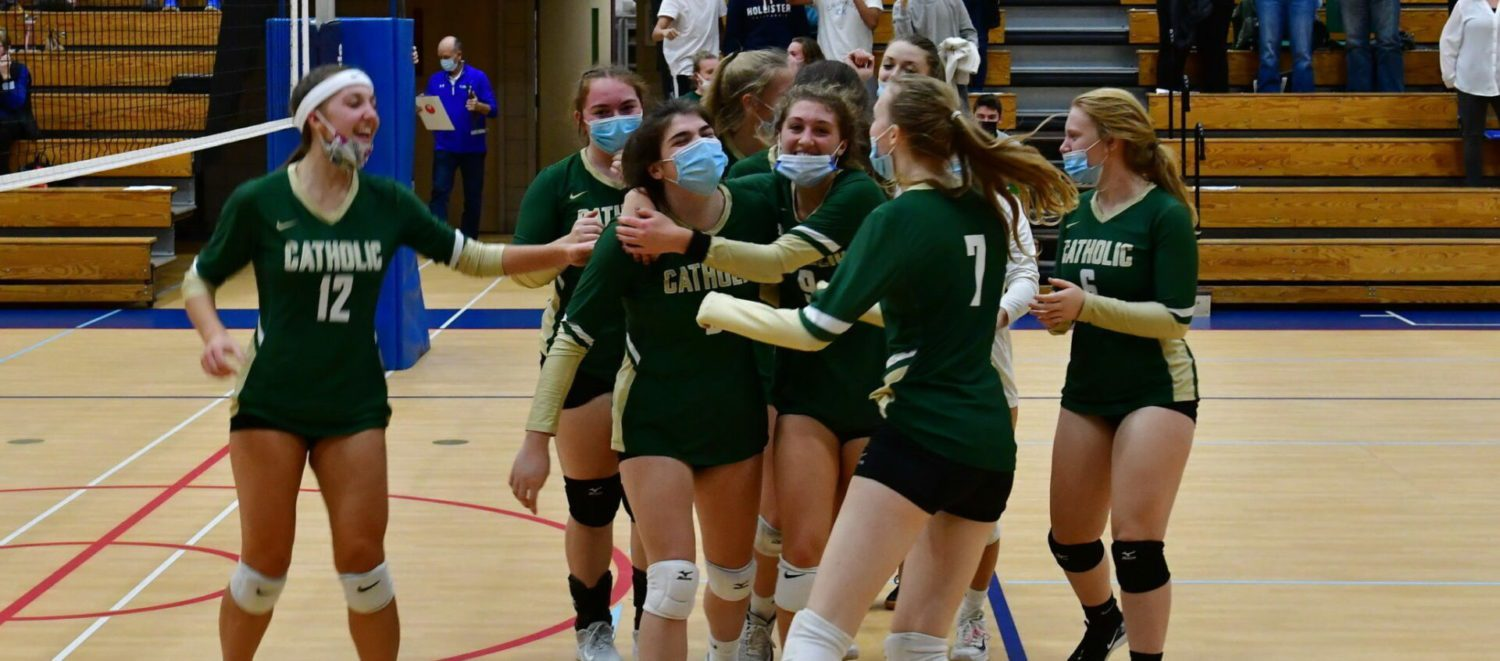 Muskegon Catholic volleyball team beats Fruitport Calvary in four sets, wins ninth district title in ten years