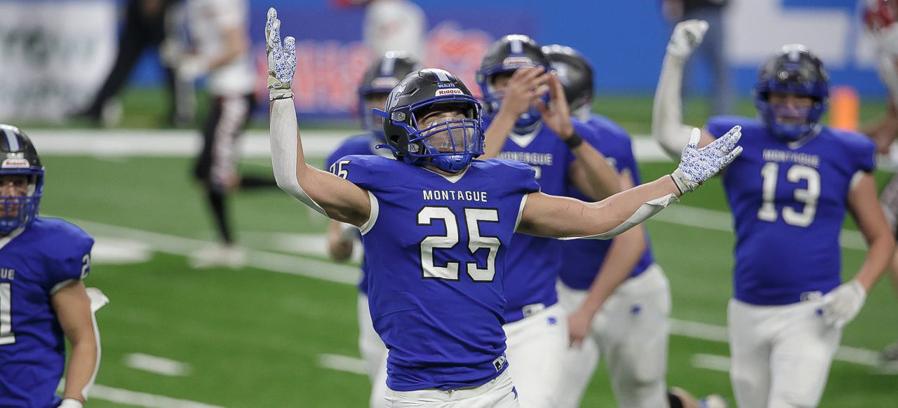 Montague breaks open close game with a big second half, beats Clinton 40-14 to claim Division 6 state championship