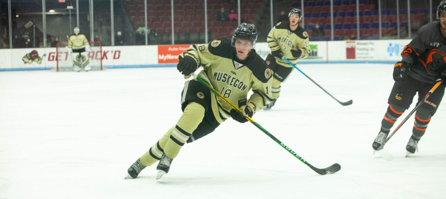 Gushchin scores two second-period goals, pushing the Lumberjacks past last place Youngstown 4-2