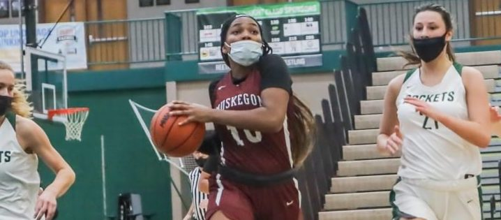 Nash scores difference-making points in overtime, leading Muskegon girls hoops squad past Reeths-Puffer 50-48