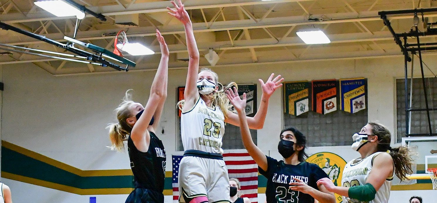 Friday girls basketball roundup: MCC overcomes deficit to win; WMC wins and Folkema passes 1,000 career points