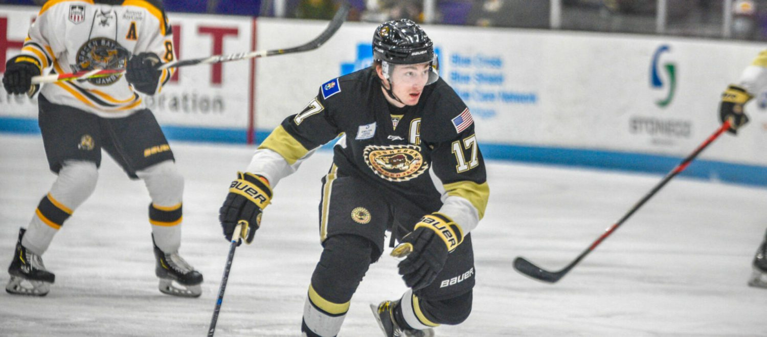 Lumberjacks' winless streak extends to three games with a tough 4-3 shootout loss to Green Bay at home