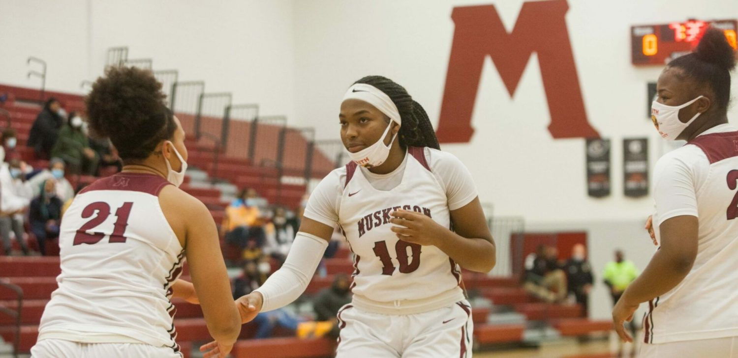 Kailyn Nash gets hot after a slow start, scores 27 points for Muskegon girls in a 62-44 conference victory over Holland