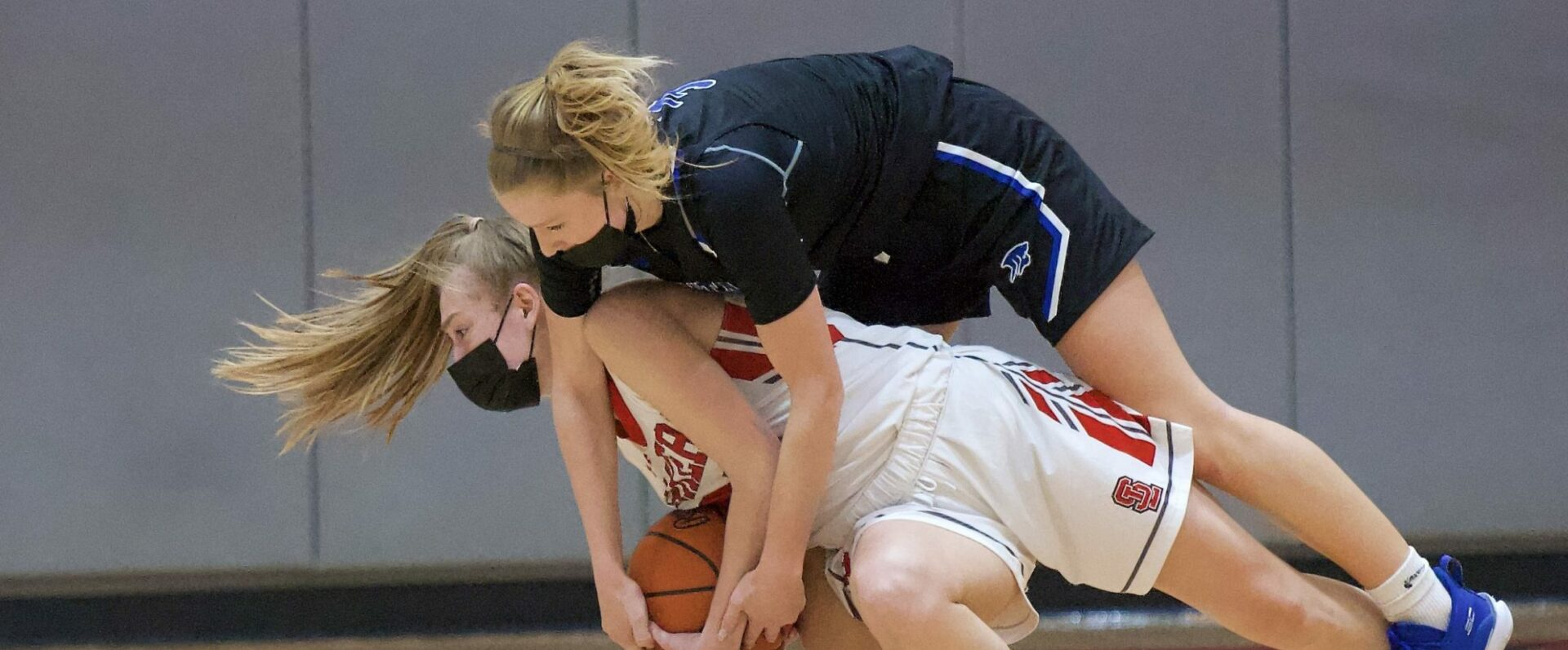 Montague girls basketball team gets even with Spring Lake, remains unbeaten, with a 60-38 victory in D2 district semifinals