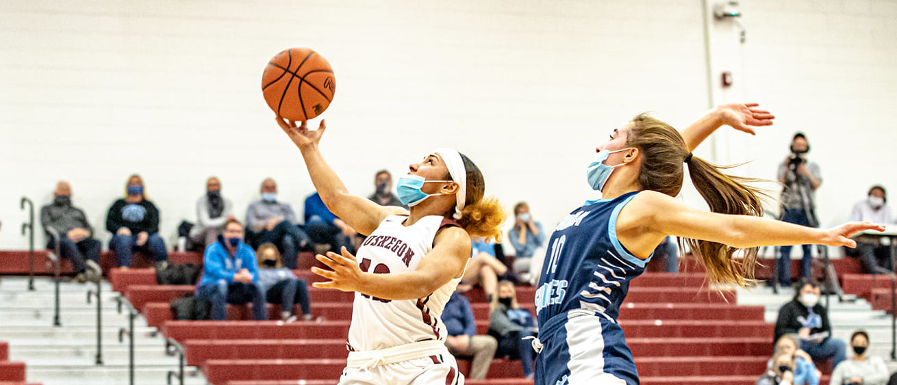Nash pours in 32 points, including 15 in the fourth, to lead Muskegon girls past Mona Shores in critical league showdown
