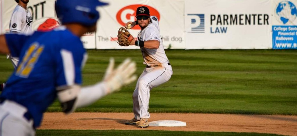 Clippers dispose of Jet Box 5-3 at Marsh Field, pull within one game of final playoff spot in Northern Division standings