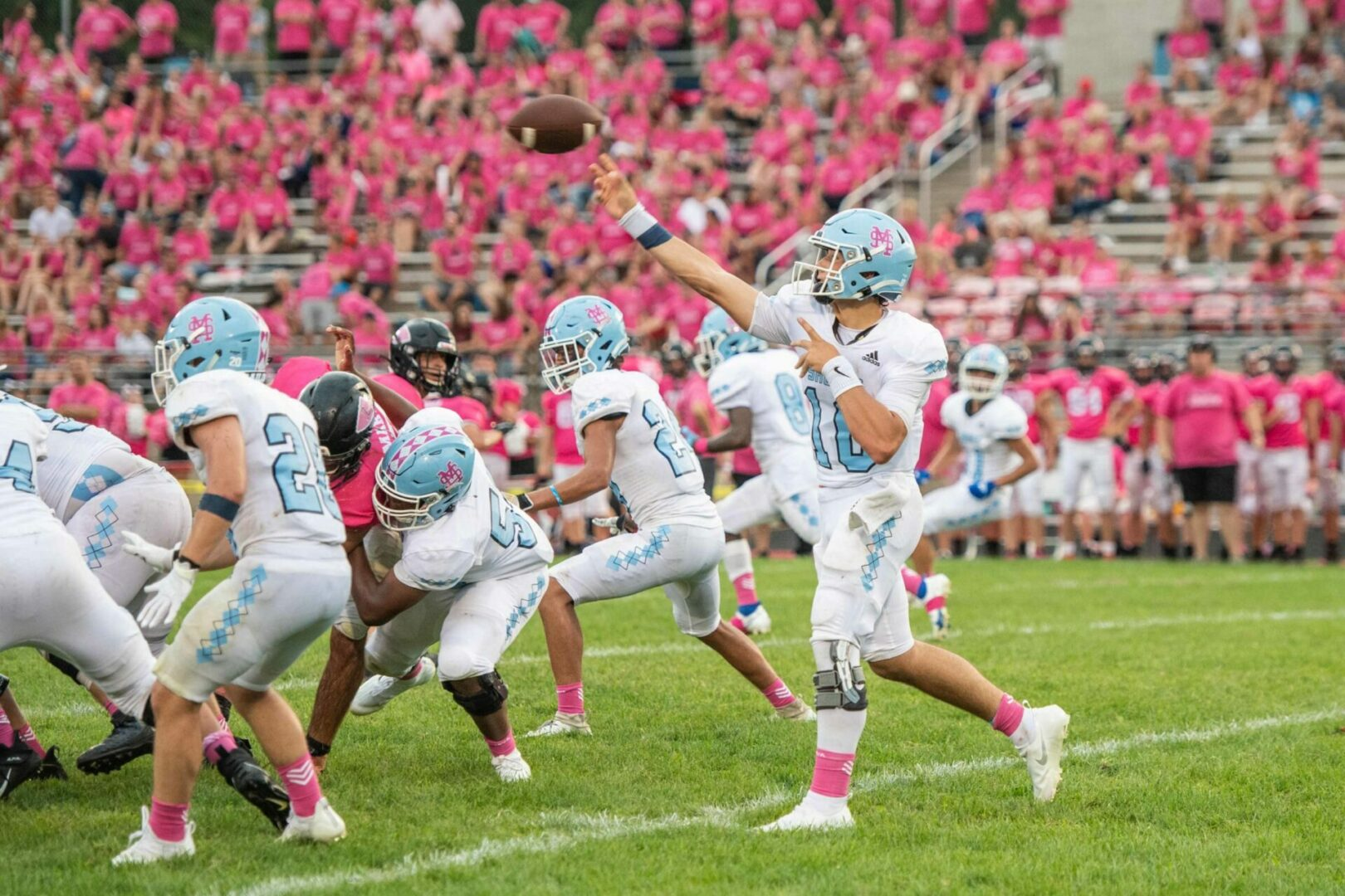 Defending state champs Mona Shores steamrolls Lowell in football opener