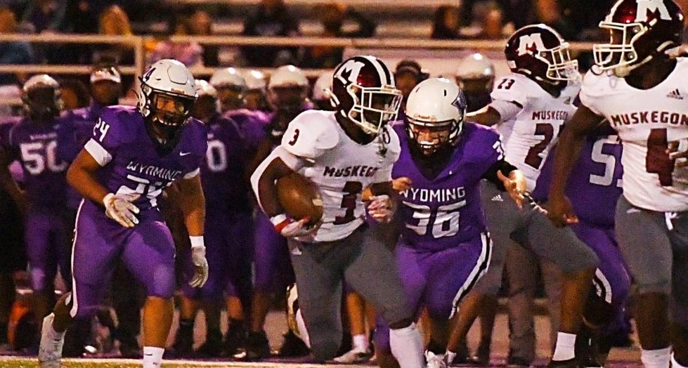 Piggee and Muskegon speed past Wyoming in first ever meeting