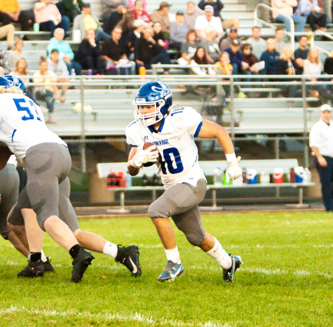 Oakridge hangs on over North Muskegon, Vanderputte leads Eagle ground game with 265 yards